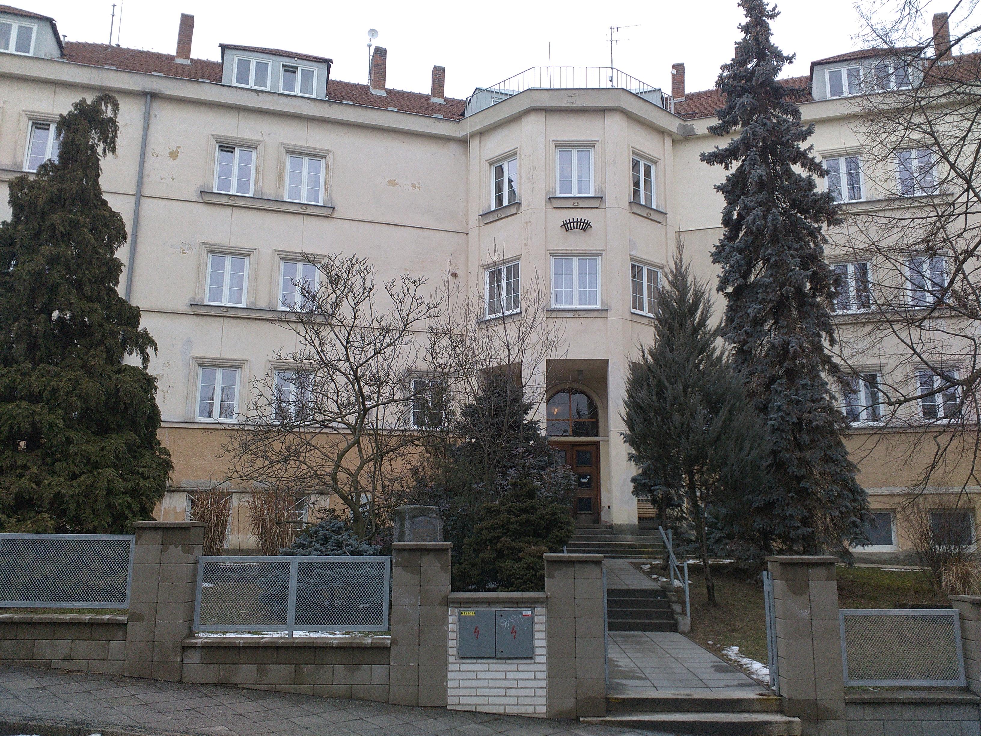 Koleje na Klácelově ulici ubytovávají takřka tři sta studentů.