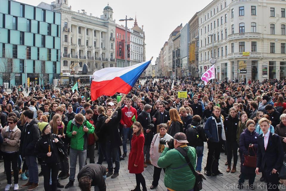 Na náměstí Svobody v Brně se k studentské stávce připojilo více než dva tisíce lidí.