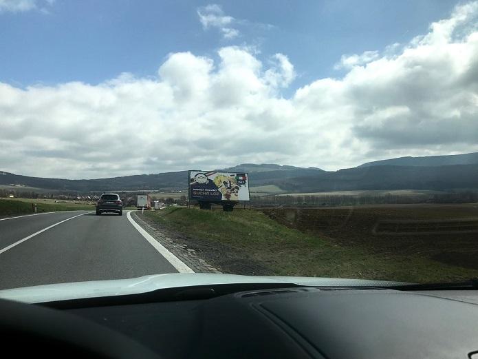 Billboardy u cest snižují soustředěnost řidičů. Foto: Karolína Poláčková