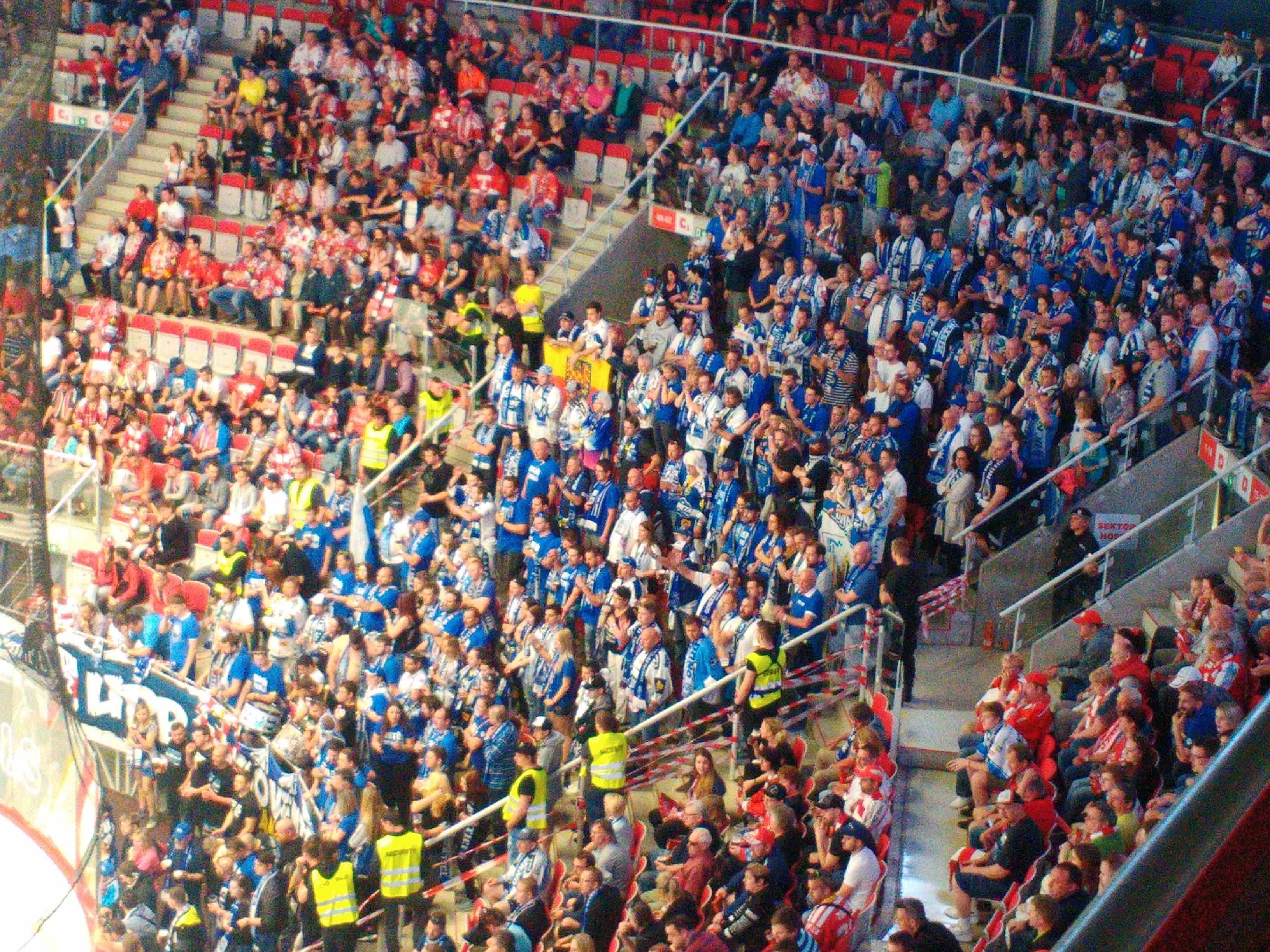 Fanoušci Komety oslavili zisk druhého titulu v řadě po pátém finále v Třinci. Foto: Ondřej Zoubek