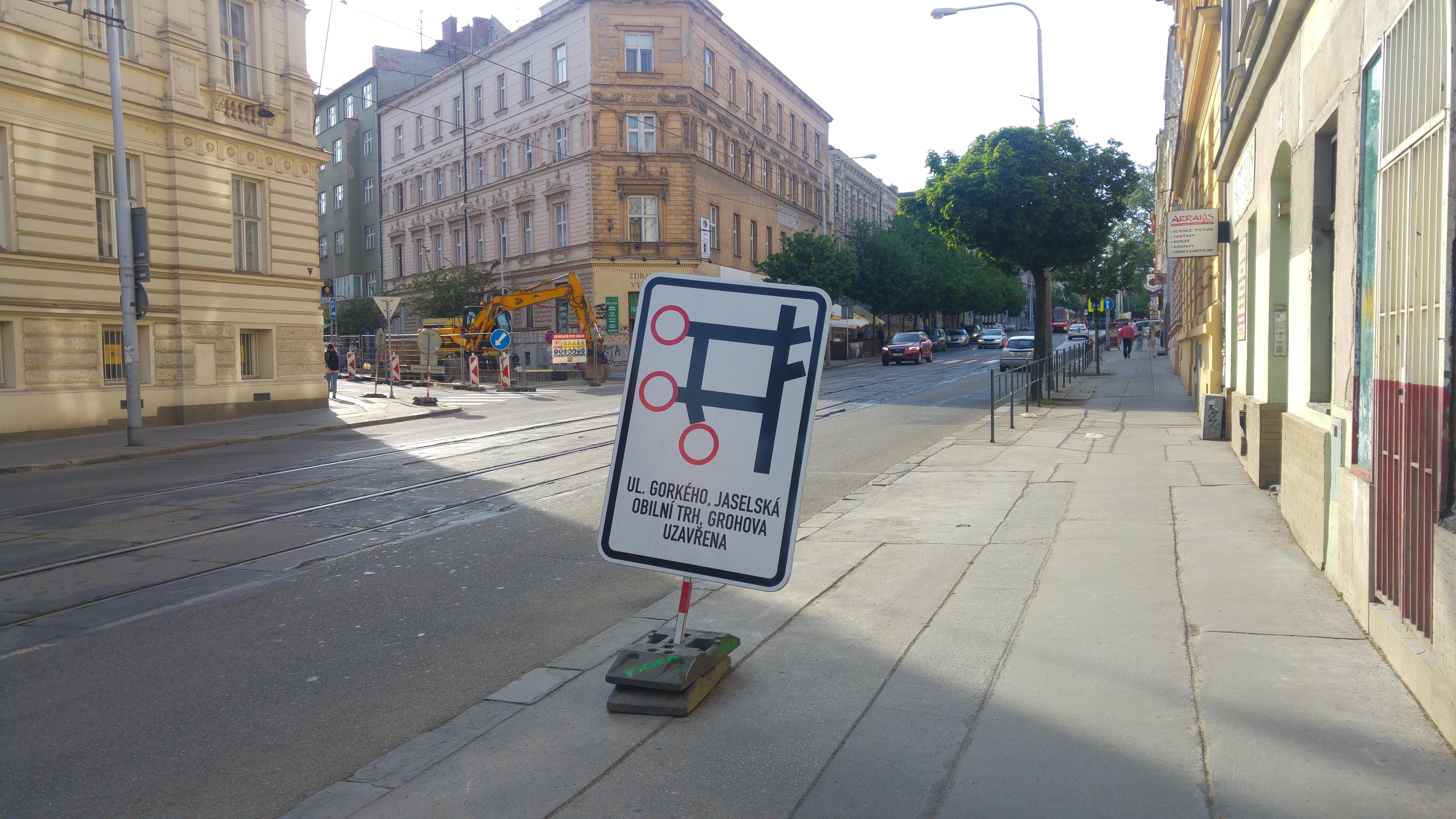 Řidiči budou moct parkovat na Údolní ulici nebo ve vnitroblocích. Foto: Jan Jakovljevič