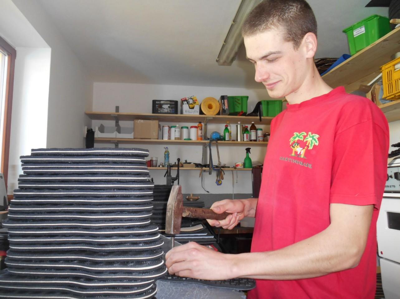 Marek Píža vyrábí veškeré modely ručně. FOTO: Dagmar Matulíková