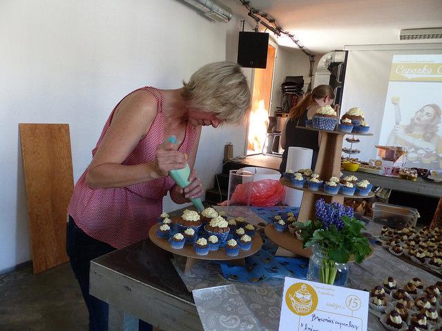 Kromě venkovních stanovišť, připravili soutěžící ochutnávky svých sladkých výtvorů také přímo uvnitř kavárny Praha. Foto: Veronika Charvátová