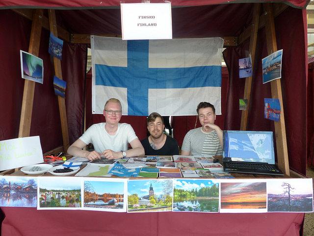 Skupinka Finů, kteří reprezentují na International Festu svou zemi a národní sladkosti. Foto: Veronika Charvátová
